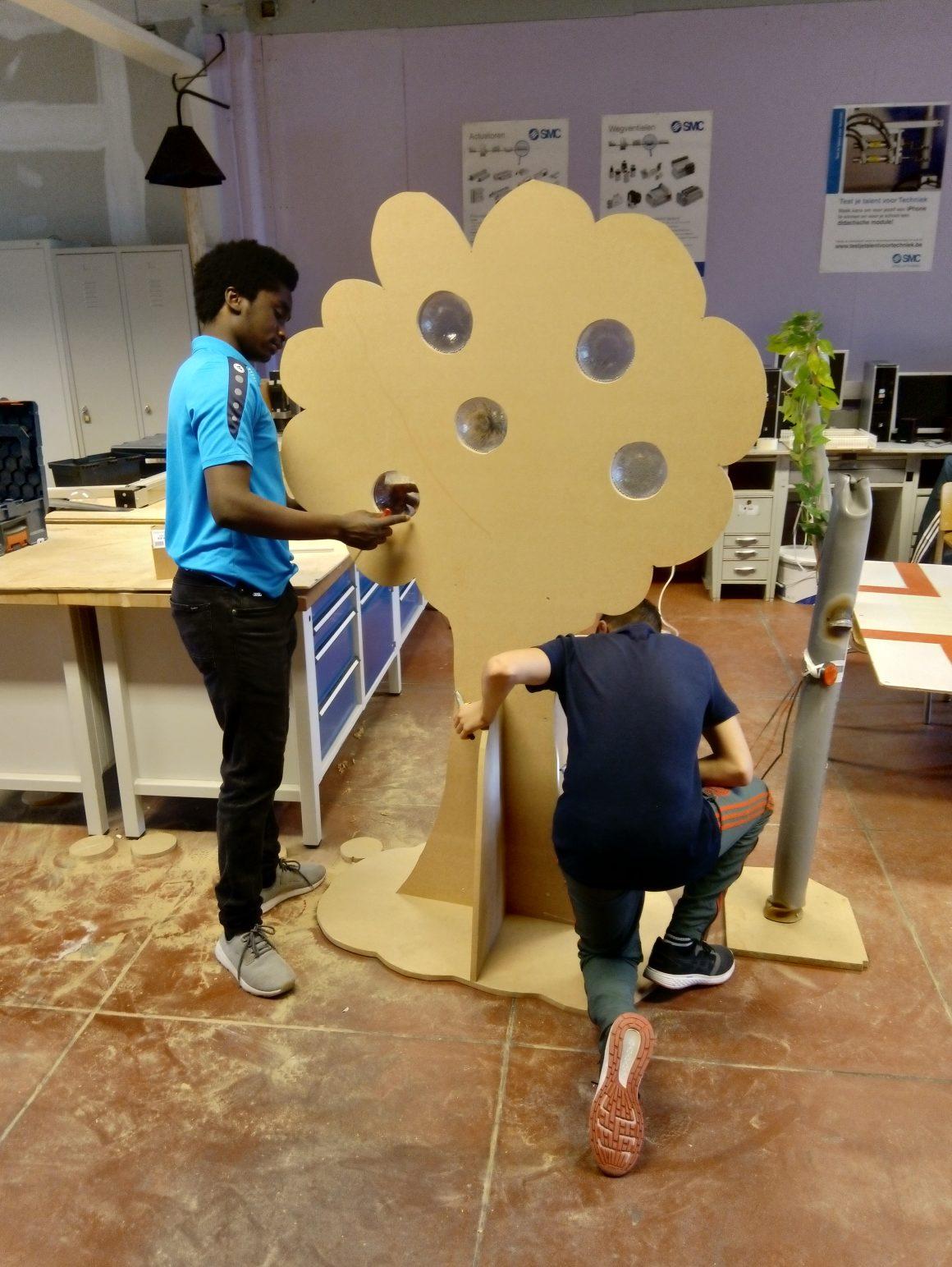 Ondertussen bouwt de technische school verder aan de Droomboom