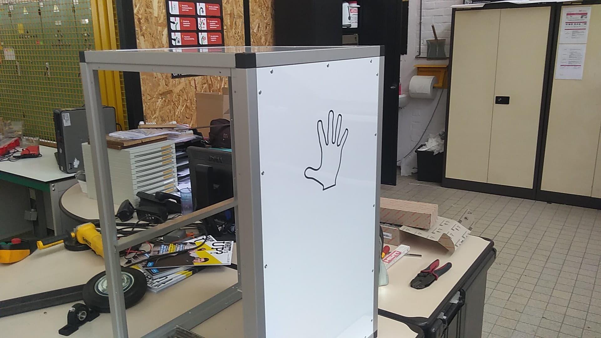 Hand in de robot