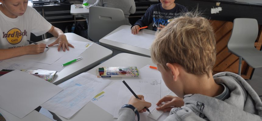 Creativiteitssessie in Lagere School door Hogeschoolstudenten