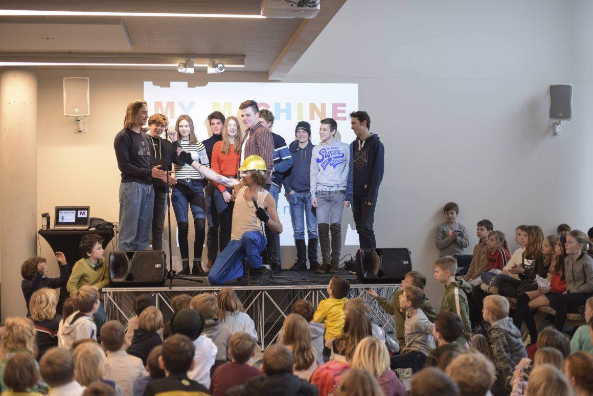 Generaties samen op MyMachine Work in Progress event deel 1 @ Howest Industrial Design Center in Kortrijk